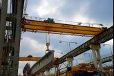 Jeřáb při manipulaci s železobetonovým tělesem Adamec Crane Systems pro Prefa