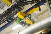 Podvěsný jeřáb sloužící k přemísťování částí karosérií Adamec Crane Systems pro IVECO Vysoké Mýto
